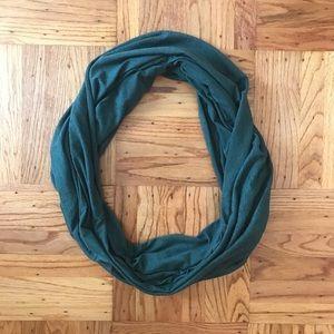 American Apparel infinity scarf - heather green